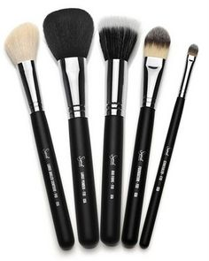 If you like mac brushes, but don't want to pay the price. Sigma brushes are a good dupe for them. I own a couple of MAC brushes and I honestly prefer my sigma brushes. They just perform a lot better than the MAC brushes. Mac Makeup, Love Makeup, Skin Makeup, Awesome Makeup, Clean Makeup, Stunning Makeup, Perfect Makeup, Drugstore Makeup, Pretty Makeup