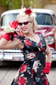 Flowers are a great way to complete a look! 50s Look, Race Wear, Spring Racing, Races Fashion, Retro Style, Retro Fashion, Sisters, Victoria, Flowers