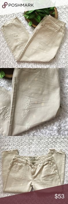 """NEW Free People """"Vienna Wash"""" Cropped Jeans NEW Free People """"Vienna Wash"""" Cropped Jeans. Beige with unique splatter print. Raw hem. Zip fly. Size 26 and 27 available. NWOT. Pet and smoke free home. No Trades! Bundle and save! Inquire below with questions! Thanks for looking, sharing, and saving. Free People Jeans Ankle & Cropped"""