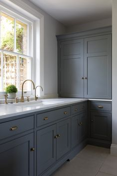 23 Charming Cottage Kitchen Design and Decorating Ideas that Will Bring Coziness to Your Home - The Trending House Kitchen Larder, Kitchen Cabinets, Kitchen Brass Hardware, Corner Cabinet Kitchen, Kitchen Cabinet Handles, Kitchen Sink, Kitchen Living, New Kitchen, Kitchen Decor