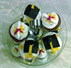 Graduation cupcake toppers (fondant)