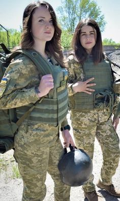 Funny Farting Girl in Office Idf Women, Military Women, Beautiful Girl Image, Beautiful Women, Beautiful Clothes, 3d Foto, Cute Young Girl, Female Soldier, Military Girl