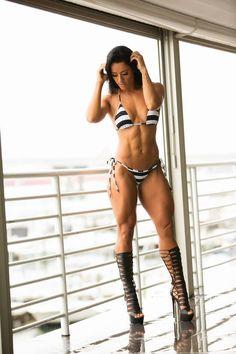 Female Form #StrongIsBeautiful #Motivation #WomenLift2 Sue Lasmar