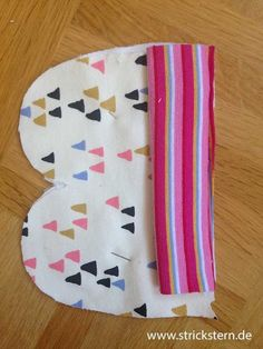 Sew baby gloves – About Baby Baby Sewing Projects, Sewing For Kids, Diy Baby Gifts, Baby Shower Gifts, Baby Wrap Carrier, Baby Mittens, Baby Wraps, Baby Registry, Baby Love