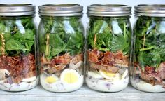 This Bacon Spinach Salad in a Mason Jar may be the most creative salad you will ever see! It is a very tasty and satisfying spinach bacon salad, but the twist is that it isn't served on a plate but in a mason jar! Mason Jar Lunch, Mason Jar Meals, Meals In A Jar, Mason Jars, Bacon Spinach Salad, Spinach Salad Recipes, Avocado Salad, Lunch Recipes, Cooking Recipes