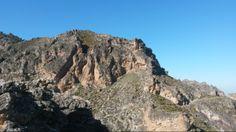 Imponerende bjerglandskab med Monachil. #monachil #andalusien #loscahorros #roadtrip #hiking