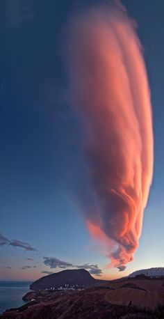 Nature is really beautiful. Dramatic cloud formation of our mother nature. All Nature, Science And Nature, Amazing Nature, Beautiful Sky, Beautiful World, Beautiful Places, Sky And Clouds, Pink Clouds, Natural Phenomena