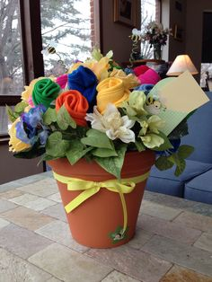 Baby shower gift--a bouquet of bibs, gender-neutral. 🌸