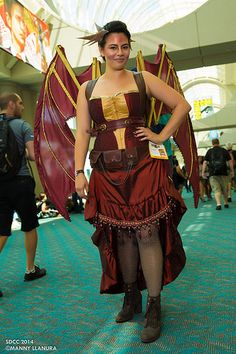 Smaug Cosplay San Diego Comic Con 2014 Day 1 by Manny Llanura, via Flickr