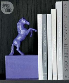DIY: a pair of chic equestrian-style bookends. Plastic Animal Crafts, Plastic Animals, Plastic Dinosaurs, Equestrian Decor, Equestrian Style, Diys, Business For Kids, Easy Projects, Wooden Boxes