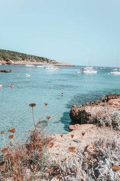 Hidden Beaches & My Favourite Lunch Spot in Ibiza - Fashion Mumblr Ibiza Travel, Spain Travel, Ibiza Fashion, Fashion Mumblr, Destinations D'europe, Places To Travel, Places To Visit, Ibiza Formentera, Ibiza Beach