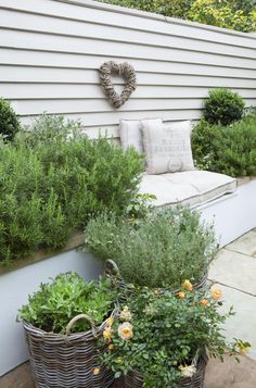 small garden can be quite large to come out with the right small garden design ideas. modern garden designs for small gardens Garden Cottage, Home And Garden, Easy Garden, Garden Houses, Garden Art, Fence Garden, Garden Modern, Modern Fence, Farm Fence