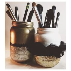 Diy makeup brush holder think my wife could use one Makeup Jars, Diy Makeup Brush, Diy Makeup Storage, Makeup Organization, Diy Storage, Makeup Brushes, Storage Ideas, Eye Makeup, Makeup Tools