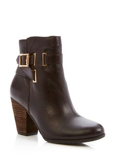 Great neutral boot to wear with strong color