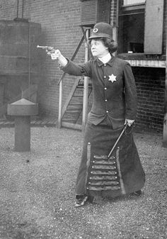 1920's Chicago police woman