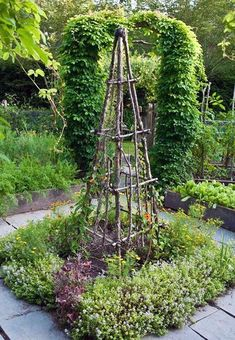 30 Garden Projects using Sticks Twigs All kinds of gardening ideas including obelisks trellises gates plant supports and a birdhouse lovelygreens gardendiy Diy Garden Projects, Outdoor Projects, Art Projects, Project Ideas, Beautiful Flowers Garden, Beautiful Gardens, L Wallpaper, Garden Types, Garden Cottage