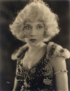 Portrait of an African American vaudeville entertainer, name unknown, sporting a platinum blonde wig. Circa African American Vernacular Photography courtesy of Black History Album. African American Fashion, African American History, Vintage Black Glamour, Vintage Soul, Ford, Thing 1, My Black Is Beautiful, Simply Beautiful, Vintage Photographs