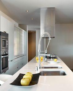 White kitchen/ Silestone Blanco Zeus #luxury #design #architecture #interiordesign