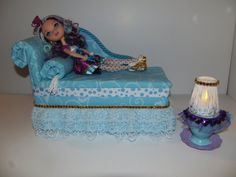 Furniture for Ever After High Dolls Handmade Chaise Lounge Bed for Madeline Hatter with Tea Cup Table and Working Lamp! Monster High Bedroom, Monster High House, Monster High Dolls, Doll Furniture, Dollhouse Furniture, Doll Face Paint, Ever After Dolls, Doll Beds, Ever After High
