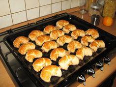 Bratislavské rožky, slávne prešporské bajgle alebo záviny (fotorecept) - obrázok 11 Griddle Pan, Cooker, Food And Drink, Bread, Sweet, Nova, Pizza, Christmas, Basket