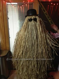 DIY Cousin Itt Costume from the Addams Family Super-Easy DIY Cousin Itt Costume from the Addams Family. Homemade Costume ContestSuper-Easy DIY Cousin Itt Costume from the Addams Family. Adams Family Halloween, Adams Family Costume, Family Halloween Costumes, Halloween Kostüm, Holidays Halloween, Cute Costumes, Costume Ideas, Halloween Costumes Adult, Awesome Costumes