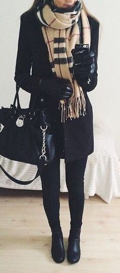 Let's get some awesome inspiration with these 25 Pretty  Winter Outfits to Try this Year. Most of these ideas are so perfectly comfy and cozy!   #winter #fashion #style #winteroutfits