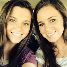 These are some of the best wavy hairstyles from the girls from the Duggars family on TLC's 19 Kids and Counting. Jana Marie Duggar, Joy Anna Duggar, Duggar Sisters, Duggar Girls, Familia Duggar, Duggar Family Blog, Justin Jackson, Dugger Family, Bates Family