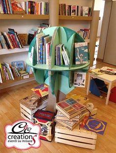 Libreria in cartone handmade. E' un oggetto di design autoprodotto della Cartone Magico della C&C Creations.
