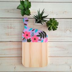 `Tabla Posa Fuente / Posa pava Timber Boards, Diy And Crafts, Planter Pots, Ceramics, Painting, Creative Decor, Creativity, Wooden Boards, Trays