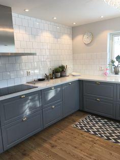 Bodbynkök från Ikea Ikea Kitchen, Kitchen Redo, Kitchen Interior, Kitchen Remodel, Kitchen Design, Kitchen Cabinets, Grey Interior Design, Interior Design Living Room, Modern Farmhouse Kitchens