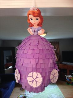 Disney Princess Piñata Sofia the First Princess Sofia Birthday, Sofia The First Birthday Party, Gold Birthday Party, Disney Princess Party, Tangled Party, Tinkerbell Party, Tangled Birthday, Princesa Sophia, Birthday Party Centerpieces