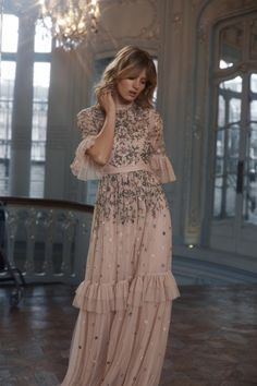 The 15 Most Stylish Wedding Guest Dresses For Spring ★ If you are a guest on a spring wedding it's the perfect opportunity to refresh your wardrobe. We've picked out 15 wedding guest dresses for spring. Look! Women's Dresses, Evening Dresses, Fashion Dresses, Spring Dresses, Casual Dresses, Look Retro, Gowns With Sleeves, Puff Sleeves, Floral Gown