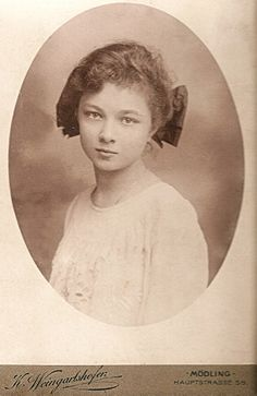 ~+~+~ Antique Photograph ~+~+~  Soulful girl ~ Germany c.1900