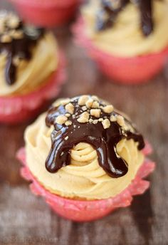 Peanut Butter Cupcakes with Chocolate Ganache from SimplyGloria.com #cupcakes