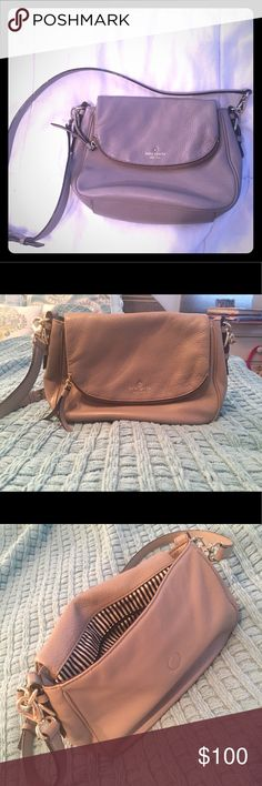 Kate Spade Purse Nude Kate Spade purse. Only used a few times! Perfect color for any season. Spacious, especially when using a big wallet. Large zipper pocket on inside and two smaller pockets on inside kate spade Bags Satchels