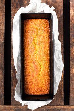 Werbung. Seid ihr bereit fürsaftigen Karottenkuchen mit Apfelmus und ohneFett? Dekadent vollgepackt mit geraspelten Karotten, Apfel und gehackten Mandeln? Dazu genau richtig zimtig, nicht zu süß und vor allem UNGLAUBLICHlecker? Oh ja, diesen Kuchen braucht ihr in eurem Leben! Ihr erinnert euch doch bestimmt an die einfachen Bananenbrot Muffins ohne Zuckervon vor ein paar Wochen,...Read More »