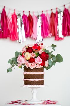 Unfrosted cake (or naked cake) is super pretty. Pretty Cakes, Beautiful Cakes, Amazing Cakes, Beautiful Flowers, Christina Tosi, Candybar Wedding, Wedding Cakes, Diy Cake Topper, Cake Toppers
