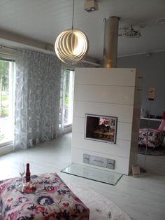 Asuntomessut 2013 - ihanan värinen laminaatti + kiva takka