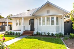 Custom Builder - Busby Homes - Custom Home Builders Cottages And Bungalows, Beach Bungalows, Beach Bungalow Exterior, Cottage Exterior, Edwardian House, Modern Victorian, Weatherboard House, Bungalow Interiors, Facade House