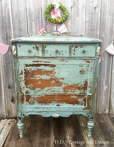 New Chippy Painted Furniture Diy Shabby Chic 58 Ideas Distressed Furniture, Rustic Furniture, Vintage Furniture, Diy Furniture, Furniture Outlet, Furniture Dolly, Furniture Stores, Office Furniture, Dresser Furniture
