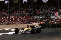 Thierry Boutsen leads Riccardo Patrese in the FW12C at the 1989 British GP, Silverstone