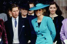 Jej stylem do tej pory inspirują się projektanci i kobiety na całym świecie. Wybraliśmy 10 stylizacji, dzięki którym księżna Diana zasłużyła na miano najlepiej ubranego gościa na ślubach. Vogue Wedding, Suit Jacket, Suits, Coat, Jackets, Fashion, Down Jackets, Moda, Sewing Coat