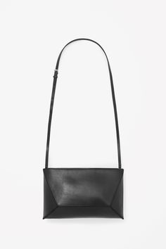 Made from smooth leather, this structured shoulder bag has a geometric design. The interior is simple: one large compartment with a small inside pocket, while the slim, detachable leather strap means that the bag can also be worn as a clutch.