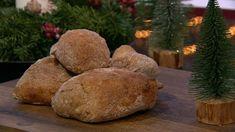 Brød opskrift Grennessminde 5 dl  vand 10 g  gær 400 g  sigtet hvedemel (brug gerne én med højt protein indhold, 10-12%) 200 g  fuldkornshvedemel eller grahamsmel 15 g  salt