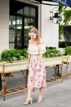 Being a petite gal (I am 5'2 for reference) I figured that a midi skirt was not a flattering length for my shorter frame. Sharing my tips on how to rock a midi skirt as a petite. What to style with a midi skirt for a petite   The Blonder Life