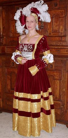 cranach gown | Saxon gown after Cranach  --- I've seen many cranach gowns, but THIS one is marvelous!