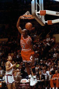 Ar Jordan, Jordan Bulls, Michael Jordan Basketball, Basketball Jones, Sports Basketball, Basketball Players, Chicago Bulls, Slam Dunk, New York Knicks