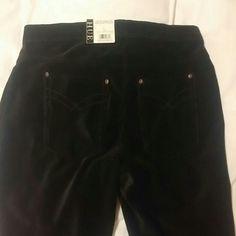 Hue corduroy leggings nwt Black hue corduroy leggings in black HUE Pants Leggings