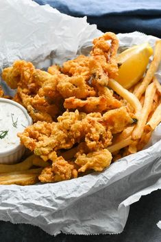 Crispy, golden Deep-Fried Whole Belly Clams are crunchy, chewy and a little bit briny -- all in one bite. Great with homemade tartar sauce and fries. Clam Recipes, Chowder Recipes, Seafood Recipes, Asian Recipes, Fried Clams Recipe New England, Fried Whole Belly Clams Recipe, Deep Fried Clams Recipe, Seafood Dinner, Fish And Seafood