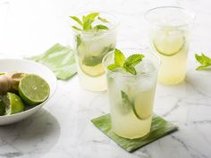 An ice cold fresh minty mojito. Is there anything more refreshing on a blistering hot day? Here's the ultimate mojito recipe, mint ice cubes and all. Bacardi Mojito, Vodka Mojito, Watermelon Mojito, Mojito Alcohol, Bacardi Drinks, Frozen Mojito, Mango Mojito, Alcoholic Drinks, Summer Drink Recipes